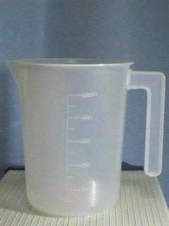 塗料用の計量カップ