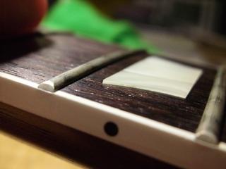 フレット浮き(0.5mmくらい)